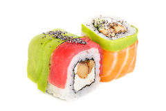 Sushi di maki di Uramaki, due rotoli isolati su bianco Fotografia Stock