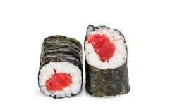 Sushi di Maki, due rotoli isolati su bianco Immagine Stock