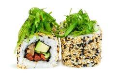 Sushi di Maki, due rotoli isolati su bianco Fotografia Stock