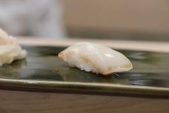 Sushi di Nigiri con il calamaro Fotografie Stock Libere da Diritti