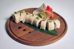 Sushi do dragão com pera; imagem de stock