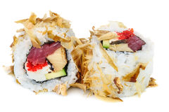 Sushi do maki de Uramaki, dois rolos isolados no branco Foto de Stock