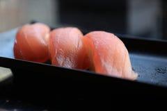 Sushi do nigiri de três atuns Fotografia de Stock