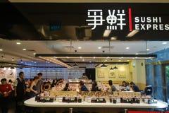 Sushi drücken Shop in Singapur aus lizenzfreie stockfotografie
