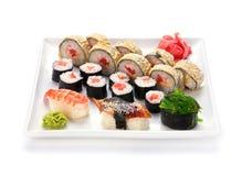Sushi e rolo na placa Fotos de Stock Royalty Free