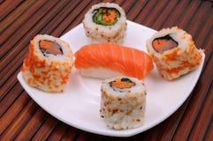 Sushi e rolos Imagem de Stock