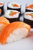 Sushi e rolos com um salmão Fotos de Stock Royalty Free