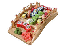 Sushi eingestellt auf eine Holzbrücke Stockbild