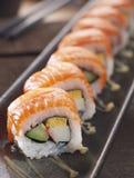 Sushi eingestellt auf Platte lizenzfreie stockfotos