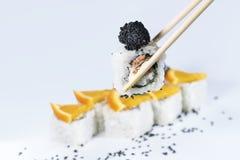 Sushi em varas, profundidade de campo rasa Fotografia de Stock