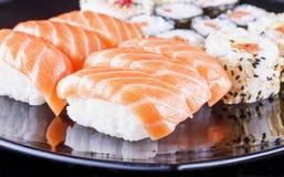 Sushi en cierre para arriba fotografía de archivo libre de regalías