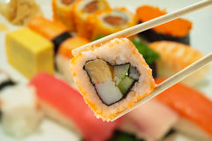 Sushi en palillos Imágenes de archivo libres de regalías