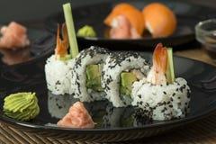 Sushi en restaurante Fotos de archivo