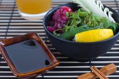 Sushi en salade Royalty-vrije Stock Fotografie