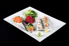 Sushi en sashimi met wasabi en groente Stock Foto