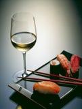 Sushi en wijn royalty-vrije stock afbeelding