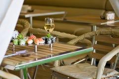 Sushi en wijn Stock Afbeeldingen