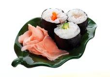Sushi et gingembre sur une lame Photo libre de droits