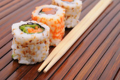Sushi et roulis Photo stock