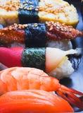 Sushi et roulis Photographie stock