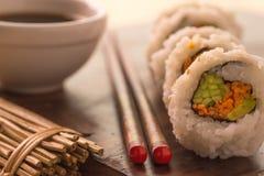 Sushi et sauce de soja Image libre de droits