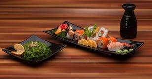 sushi för svart platta Royaltyfri Foto