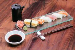 Sushi fijado en la tabla de madera imagen de archivo libre de regalías