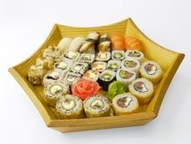Sushi fijado en una placa de madera Imagen de archivo libre de regalías