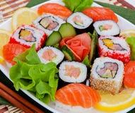 Sushi frais délicieux servis d'un plat Cuisine japonaise photographie stock