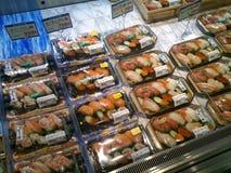 Sushi frais dans le paquet au détail Photos stock