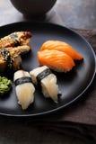 Sushi frais réglés du plat photographie stock