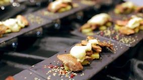 Sushi freschi sulla Tabella nera archivi video