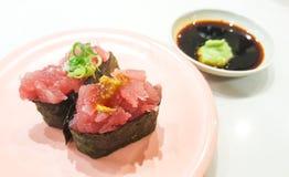 Sushi freschi sulla tavola con wasabi Immagini Stock Libere da Diritti