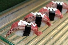 Sushi fumado del atún imagenes de archivo