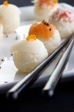 Sushi gedient auf Platte Lizenzfreies Stockbild
