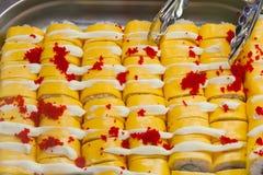 Sushi gialli Rolls con il caviale Fotografia Stock Libera da Diritti