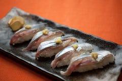 Sushi giapponesi di Sanma di cucina (luccio sauro pacifico) Immagini Stock