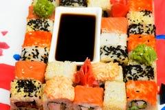 Sushi giapponesi tradizionali dell'alimento Immagini Stock Libere da Diritti