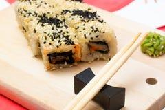 Sushi giapponesi tradizionali dell'alimento Immagini Stock