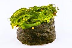 Sushi Gunkan med chukaalger Royaltyfria Bilder