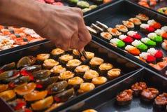 Sushi i den thailändska marknaden Royaltyfria Foton