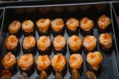 Sushi i den thailändska marknaden Arkivbilder