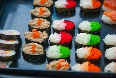 Sushi i den thailändska marknaden Royaltyfria Bilder