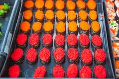 Sushi i den thailändska marknaden Royaltyfri Fotografi
