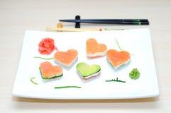 Sushi i forma av en hjärtavalentin dag royaltyfri foto