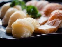 Sushi japonés clásico de la comida en una placa Fotografía de archivo libre de regalías