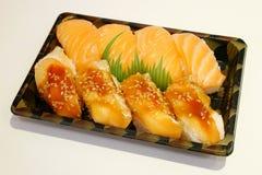 Sushi japonés en la fiambrera Fotografía de archivo