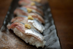 Sushi japonês de Sanma da culinária (sauro pacífico) Imagem de Stock Royalty Free