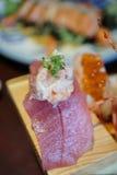 Sushi japonais authentiques et traditionnels avec de divers genres de f Photographie stock