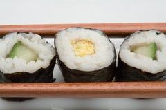 Sushi japonais avec des baguettes Photographie stock libre de droits